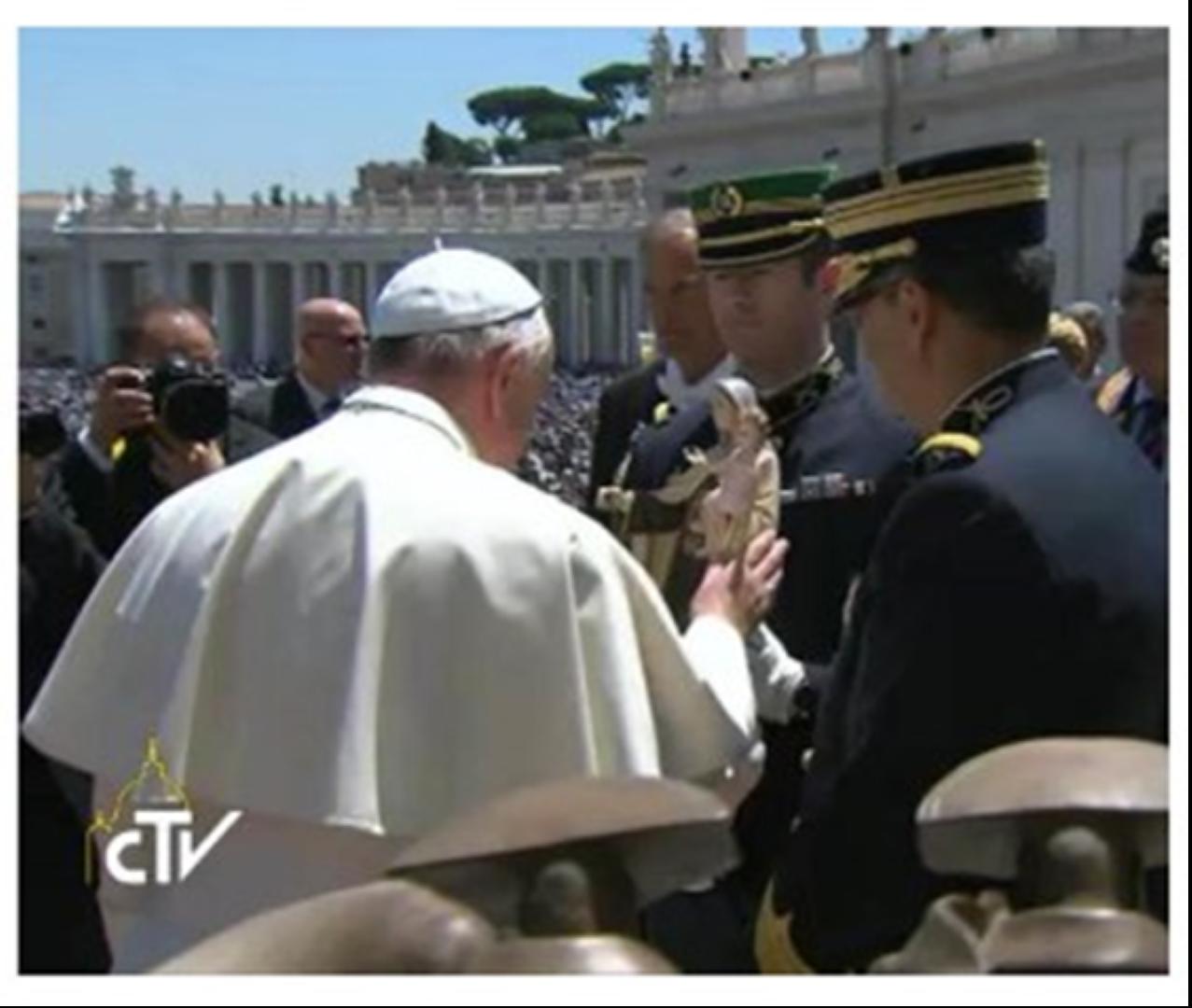 Em Roma_Papa Francisco abenco a Padroeira da GNR_Nossa Senhora do Carmo
